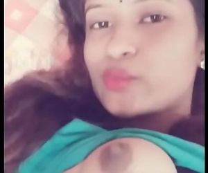 Desi girl showing boobs..